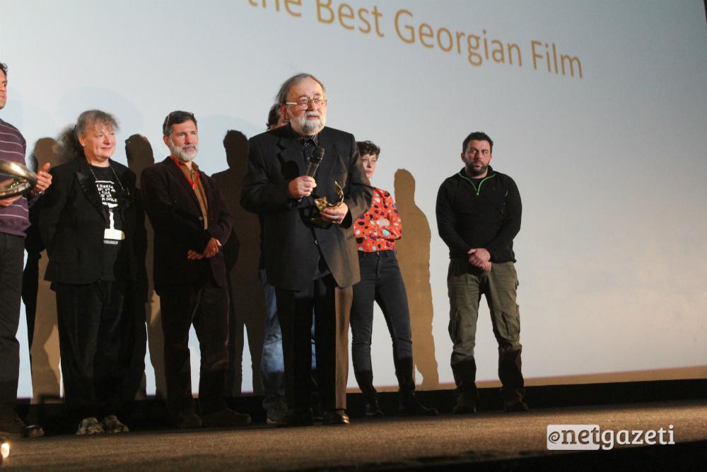 რეზო ესაძეს წლვეანდელ ფესტივალზე უკვე მეორე პრომეთე გადაეცა, ამჯერად საუკეთესო ქართული ფილმისათვის 03.12.16 ფოტო: ნეტგაზეთი