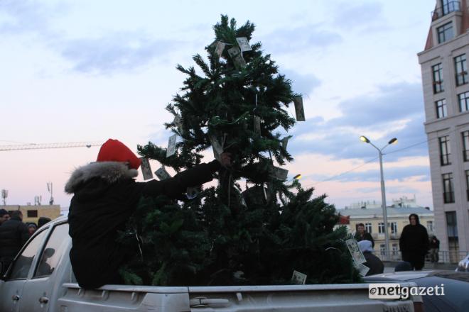 """""""შეწყვიტეთ ჟრიალი და ლარს უშველეთ"""" - აქცია კანცელარიასთან 17.12.16 ფოტო: ნეტგაზეთი/გუკი გიუნაშვილი"""