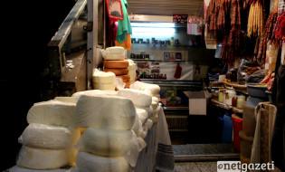 ყველი, სამწვადე ხორცი, ჩურჩხელა და ჩირი, ინდაური, ყველი, ხილი, თბილისის ცენტრალური ბაზარი. ფოტო: გიორგი დიასამიძე/ნეტგაზეთი