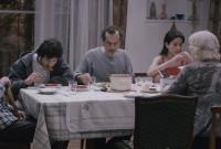 """კადრი ფილმიდან """"ჩემი ბედნიერი ოჯახი""""."""