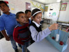 სკოლა პალესტინაში სადაც ბიჭები და გოგონები ერთად სწავლობენ. სკოლა საფრანგეთის მთავრობამ დაარსა 2015 წლის ოქტომბერში.© EPA/ABED AL HASHLAMOUN