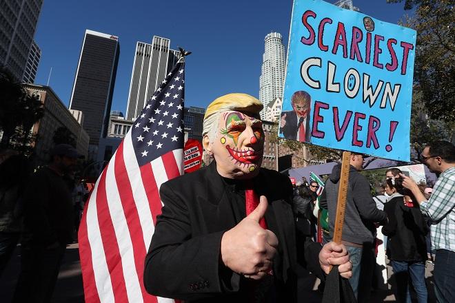 დემონსტრაცია ტრამპის წინააღმდეგ კალიფორნიაში 18.12.16 ფოტო: EPA/MIKE NELSON