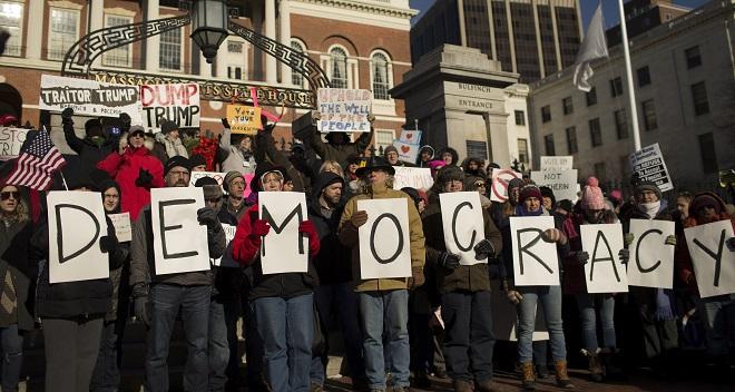 დემონსტაციას ტრამპის წინააღმდეგ ბოსტონში 19.12.16 ფოტო: EPA/CJ GUNTHER