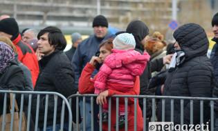 """""""ბავშვთა სამყაროს"""" საცავში შესვლის რიგს დაზარალებულები დილიდან ელოდებიან  31.01.17 ფოტო ნეტგაზეთი/მარიამ ბოგვერაძე"""