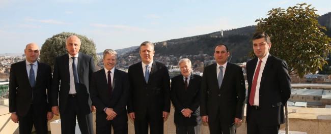 საქართველოში იმყოფება SSA Marine-ის პირველი ვიცე-პრეზიდენტი ბობ უოთერსი, რომელსაც დღეს საქართველოს პრემიერ-მინისტრი გიორგი კვირიკაშვილი შეხვდა. 10/01/2017 ფოტო: პრემიერ-მინისტრის პრესსამსახური