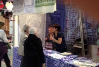 მილანში საშობაო გამოფენაზე L'Artigiano in Fiera ქართული ლურჯი სუფრა და ხელნაკეთი სუვენირები გამოიფინა. 3.12.2016. ფოტო: კულტურის სამინისტრო