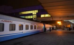 თბილისი-ზუგდიდის მატარებელი #602 რკინიგზის სადგურზე. 31.12.2016. ფოტო © ნეტგაზეთი/ლუკა პერტაია