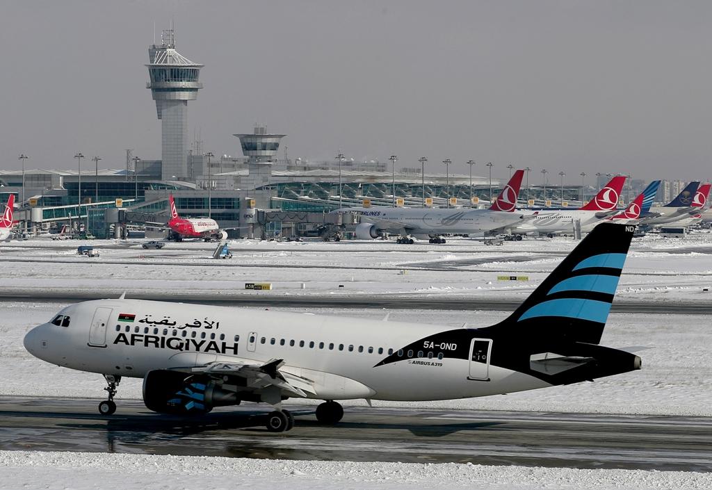 უამინდობის გამო სტამბულის აეროპორტებიდან ასობით ფრენა გაუქმდა