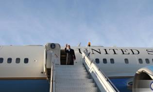 ჯონ კერი თბილისის აეროპორტში. ფოტო: საგარეო საქმეთა სამინისტრო