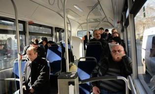 თბილისის მერიის მიერ გამოყოფილი ავტობუსით მოქალაქეები პატრიარქის აეროპორტში დასახვედრად მიდიან. ფოტო: ქეთი მაჭავარიანი. 20.02.2018