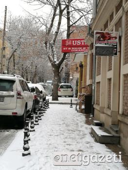 თოვლიანი ტროტუარები თბილისში. ტოვსტონოგოვის ქუჩა.1.02.2017