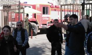 ბთუმის პოლიციასთან მოჭიდავეები მივიდნენ. ფოტო: ჯაბა ანანიძე/ბათუმელები