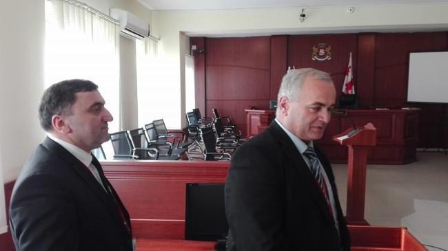 11 მაისისი აქციის მონაწილეთა საქმის პროკურორები - რამაზ შავაძე და ფრიდონ ქარცივაძე. ფოტო - მანანა ქველიაშვილი