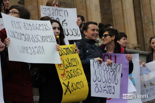 """""""ჩემი სხეული ჩემი საქმეა"""" – ფემინისტი აქტივისტების მსვლელობა თბილისში  08.03.17 ფოტო: ნეტგაზეთი/გუკი გიუნაშვილი"""