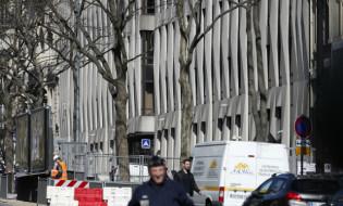პარიზში, საერთაშორისო სავალუტო ფონდის ოფისში წერილი აფეთქდა. 16.03.2016. ფოტო: EPA/IAN LANGSDON