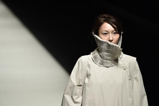 ვიეტნამელი დიზაინერის ნუენგ კონ ჩის ჩვენება ტოკიოს მოდის კვირეულზე ფოტო: EPA