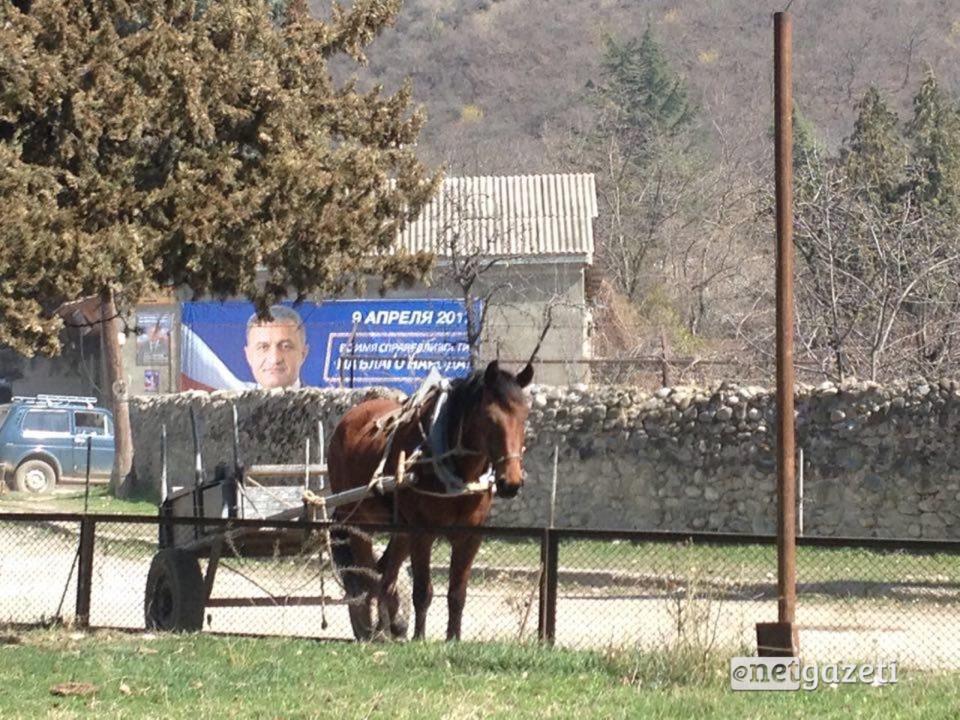 საარჩევნო პლაკატები ახალგორში; 2017 ; ფოტო: ნეტგაზეთი/თამარ მეარაყიშვილი