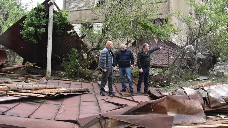 დაზიანებული სახურავი წალენჯიხაში. ფოტო: სამეგრელო-ზემო სვანეთის გუბერნატორის ადმინისტრაცია.