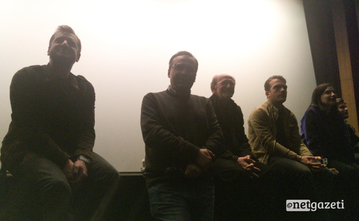 რეჟისორი რეზო გიგინეიშვილი და მწერალი ლაშა ბუღაძე, ფილის მსახიობებთან ერთად მაყურებელს შეხვნენ 25.04.17 ფოტო: ნეტგაზეთი