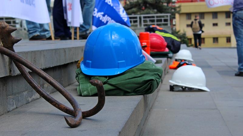 აქცია შრომის პირობების უსაფრთხოების დაცვის მოთხოვნით საქართველოს მთავრობის კანცელარიასთან. ფოტო: ნეტგაზეთი/გივი ავალიანი. 28.04.2017
