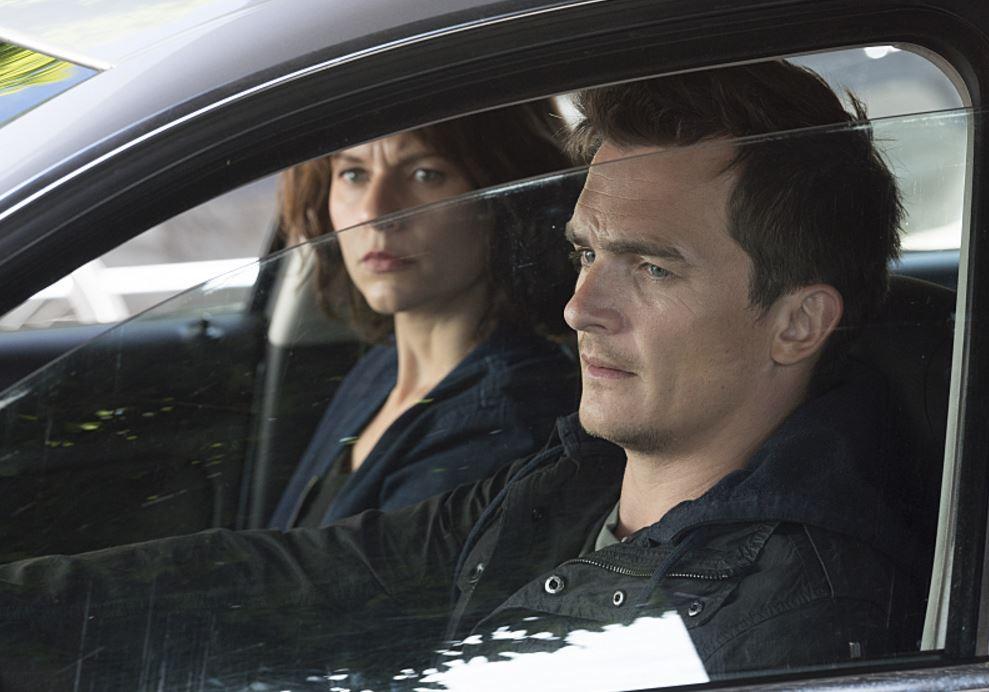 """პიტერ ქუინი და კერი მეტისონი. კარდი სერიალიდან """"სამშობლო"""" წყარო: IMDB"""