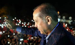 ერდოღანი ზეიმობს რეფერენდუმის შედეგს. 16.04.2017 EPA/TURKISH PRESIDENT PRESS OFFICE HANDOUT HANDOUT EDITORIAL USE ONLY/NO SALES