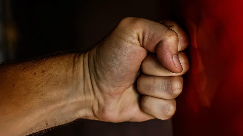 ჩაცმულობისა და გარეგნობის გამო თბილისში არასრულწლოვანს სცემეს – შსს