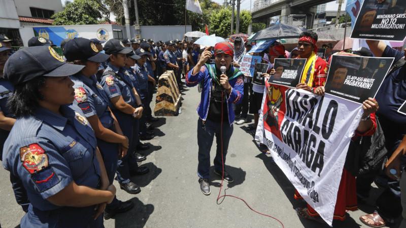 ფილიპინებში, კეზონის ქალაქში იმართება აქცია საგანგებო მდგომარეობის გამოცხადების გამო. ადამიანის უფლებების აქტივისტები ეწინააღმდეგებიან საგანგებო მდგომარეობის გამოცხადებას. 29.05.2017 credit: EPA/ROLEX DELA PENA