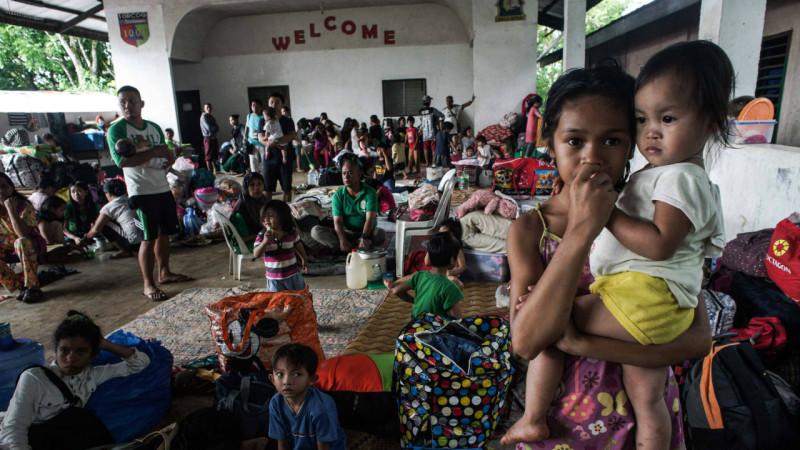 ფილიპინელი იძულებით გადაადგილებული პირები თავს აფარებენ სკოლას. 25.05.2017 credit: EPA/LINUS G. ESCANDOR II
