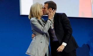 ემანუელ მაკრონი ცოლთან ერთად საფრანგეთის საპრეზიდენტო არჩევნების პირველ ტურში გამარჯვებას აღნიშნავს. 23. 04.2017 © EPA/YOAN VALAT