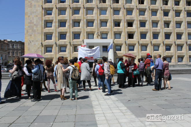 დაიცავით ჩვენი შრომა - ქალების აქცია მთავრობის კანცელარიასთან 01.05.17 ფოტო: ნეტგაზეთი/გუკი გიუნაშვილი