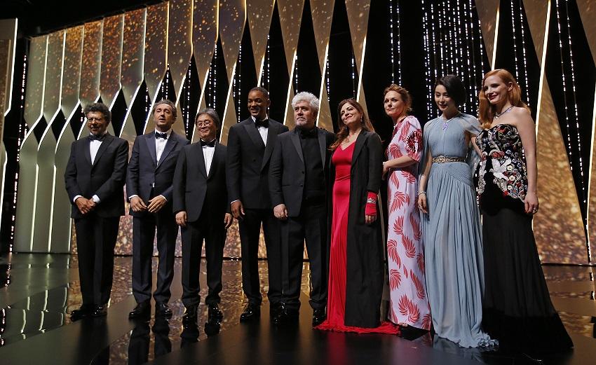 კანის კინოფესტივალის წლევანდელი ჟიური ფესტივალის გახნის ცერემონიაზე. წელს ჟიურის წევრები არიან მსახიობები: უილ სმიტი, ჯესიკა ჩესტეინი, ფანგ ბინგბინგი, აგნეს ჟუაო. რეჟისორები: პაოლო სორენტინო, მადენ ადე და პარკ ჩან-ვუკი. ფოტო: EPA/GUILLAUME HORCAJUELO