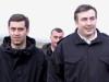 საქართველოს თავდაცვის ყოფილი მინისტრი ირაკლი ოქრუაშვილი და ყოფილი პრეზიდენტი მიხეილ სააკაშვილი. 2005 წ.  ფოტო: EPA/ZURAB KURTSIKIDZE