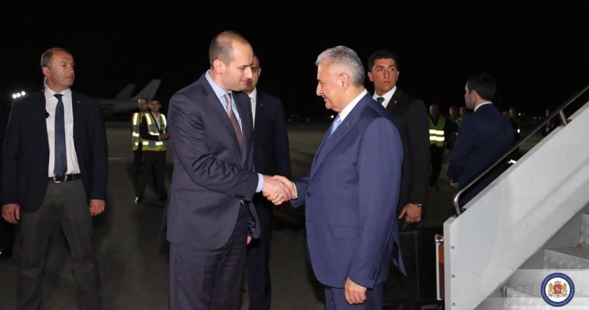 მიხეილ ჯანელიძე თურქეთის პრემიერ-მინისტრს დახვდა ფოტო: საგარეო საქმეთა სქმინისტრო