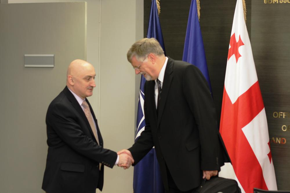 ჰერბერტ ზალბერი; დავით დონდუა; ფოტო: eu-nato.gov.ge