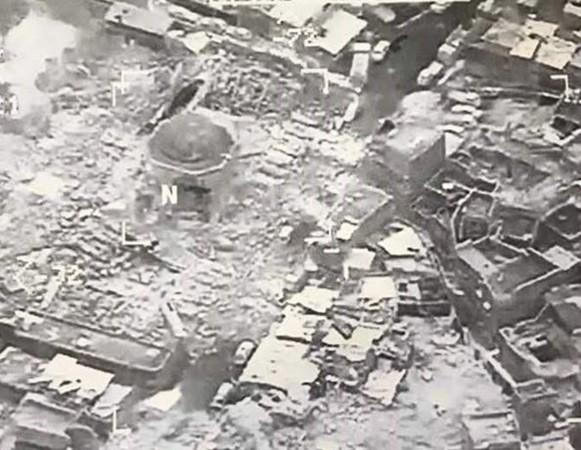 """ალ-ნურის განადგურებული მეჩეთი, რომელიც """"ისლამურ სახელმწიფოს"""" სიმბოლურ დედაქალაქად ჰქონდა გამოცხადებული.  ფოტო: EPA"""