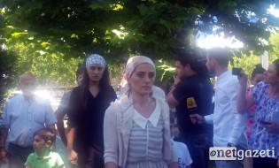 დეკანოზ გიორგი მამალაძის ოჯახი პატრიარქთან შესახვედრად მივიდა. 21.06.2017. ფოტო: ნეტგაზეთი/მარიამ ბოგვერაძე