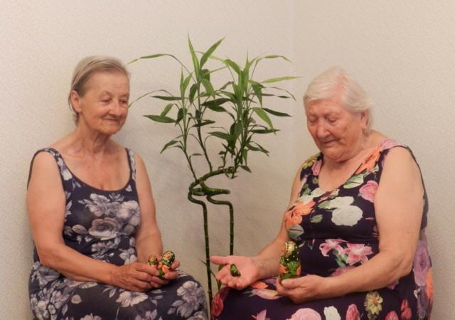 მარცხვნიდან მარჯვნივ ელენა სკრობოტოვა და ელენა ანისიმოვა