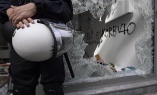 დაპირისპირება პოლიციასა და ანტი-გლობალისტებს შორის ჰამბურგში. ათასობით პირი გერმანიაში G20 სამიტის წინააღმდეგ გამოვიდა. ფოტო: EPA/LUKAS BARTH
