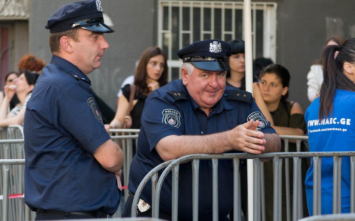 საგამოცდი ცენტრთან არიან პოლიციელები. ფოტო: ნეტგაზეთი/ქეთი მაჭავარიანი