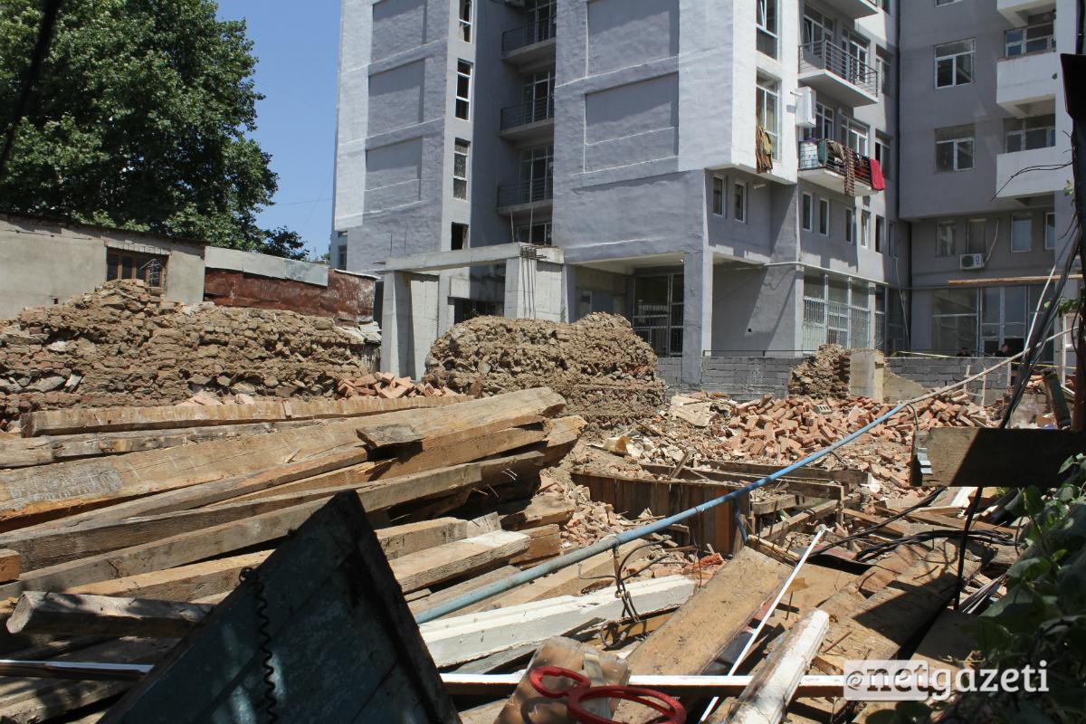 იმ შენობის ნანგრევი, რომლის ჩამოშლის შედეგადაც დღეს მუშა გარდაიცვალა 26.07.17 ფოტო: ნეტგაზეთი/გუკი გიუნაშვილი