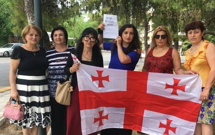 """""""არა ოკუპაციას"""" - საბერძნეთში მცხოვრები ქართველი ემიგრანტების აქცია ათენში, რუსეთის საელჩოსთან"""