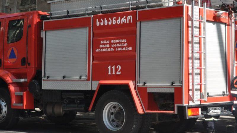 На железнодорожной станции в Тбилиси загорелся товарный вагон