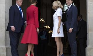 """საფრანგეთის პირველი ლედი ბრიჯიტ მაკრონი, საფრანგეთის პრეზიდენტი ემანუელ მაკრონი, აშშ-ის პრეზიდენტი და პირველი ლედი დონალდ ტრამპი და მელანია ტრამპი """"ინვალიდთა სახლში""""  13 ივლისს საფრანგეთში დონალდ ტრამპის ოფიციალური ვიზიტი დაიწყო ©EPA"""