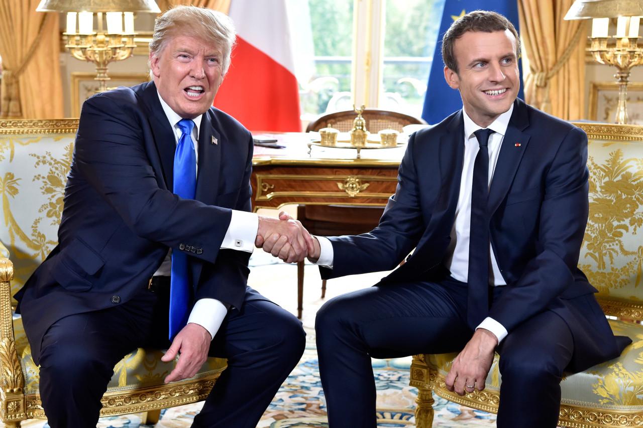 აშშ-ის პრეზიდენტი დონალდ ტრამპი და საფრანგეთის პრეზიდენტი ემანუელ მაკრონი ელისეის სასახლეში.13 ივლისს საფრანგეთში დონალდ ტრამპის ოფიციალური ვიზიტი დაიწყო. ტრამპები საფრანგეთში ემანუელ მაკრონის მიწვევით იმყოფებიან და ხვალ 14 ივლისს საფრანგეთის ეროვნულ დღესასწაულს ბასტილიის აღების დღის აღნიშვნას დაესწრებიან © EPA