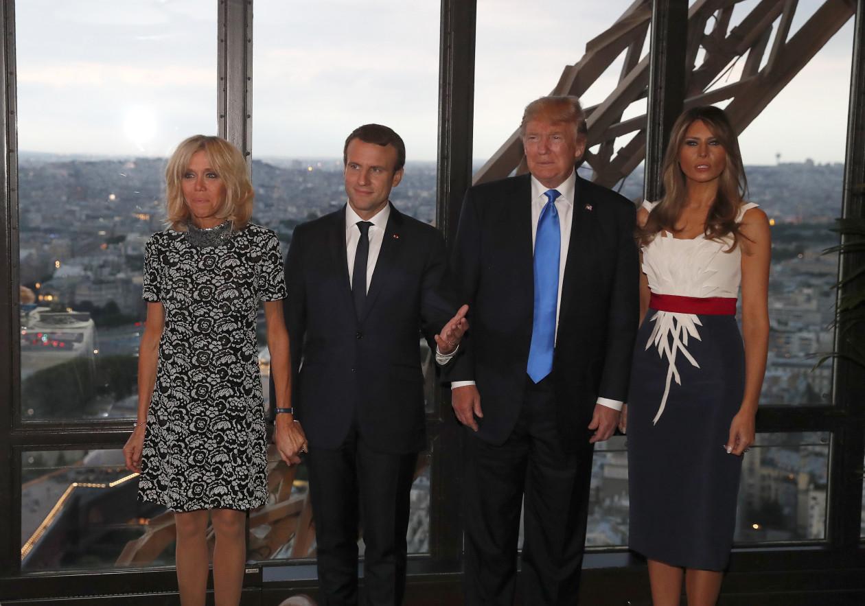 საფრანგეთის პირველი ლედი ბრიჯიტ მაკრონი, საფრანგეთის პრეზიდენტი ემანუელ მაკრონი, აშშ-ის პრეზიდენტი და პირველი ლედი დონალდ ტრამპი და მელანია ტრამპი ეიფელის კოშკში ვახშმობენ. 13 ივლისს საფრანგეთში დონალდ ტრამპის ოფიციალური ვიზიტი დაიწყო ©EPA