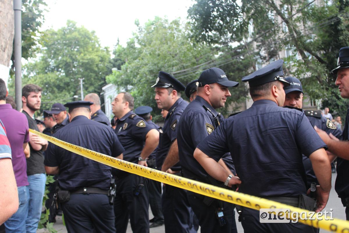 პოლიციამ რკინიგზელებს კარვების გაშლის უფლება კვლავ არ მისცა. რკინიგზელთა ნაწილი ორშაბათიდან შიმშილობის აქციას მართავს. ფოტო: ნეტგაზეთი/გუკი გიუნაშვილი