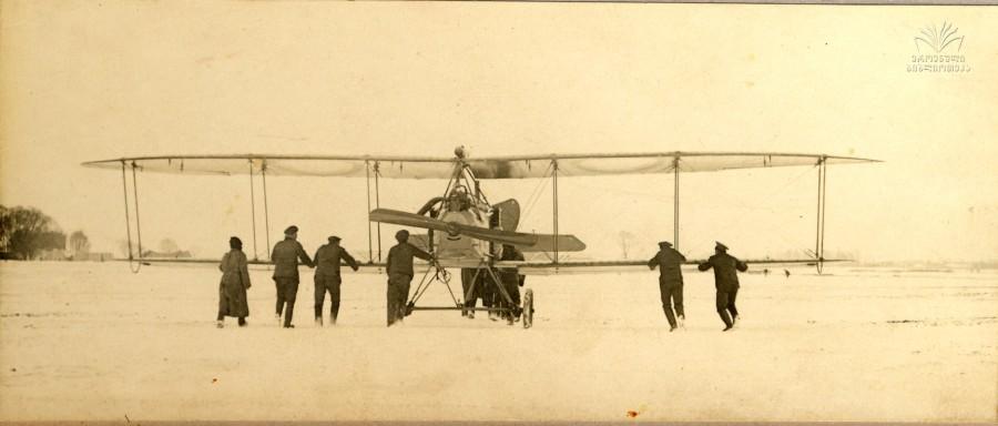 """ერმილე თოხაძის ფოტო. ავიაგამანადგურებელი. 1914-1918 წწ. საქართველოს პარლამენტის ეროვნული ბიბლიოთეკის ციფრული ბიბლიოთეკა """"ივერიელი""""."""