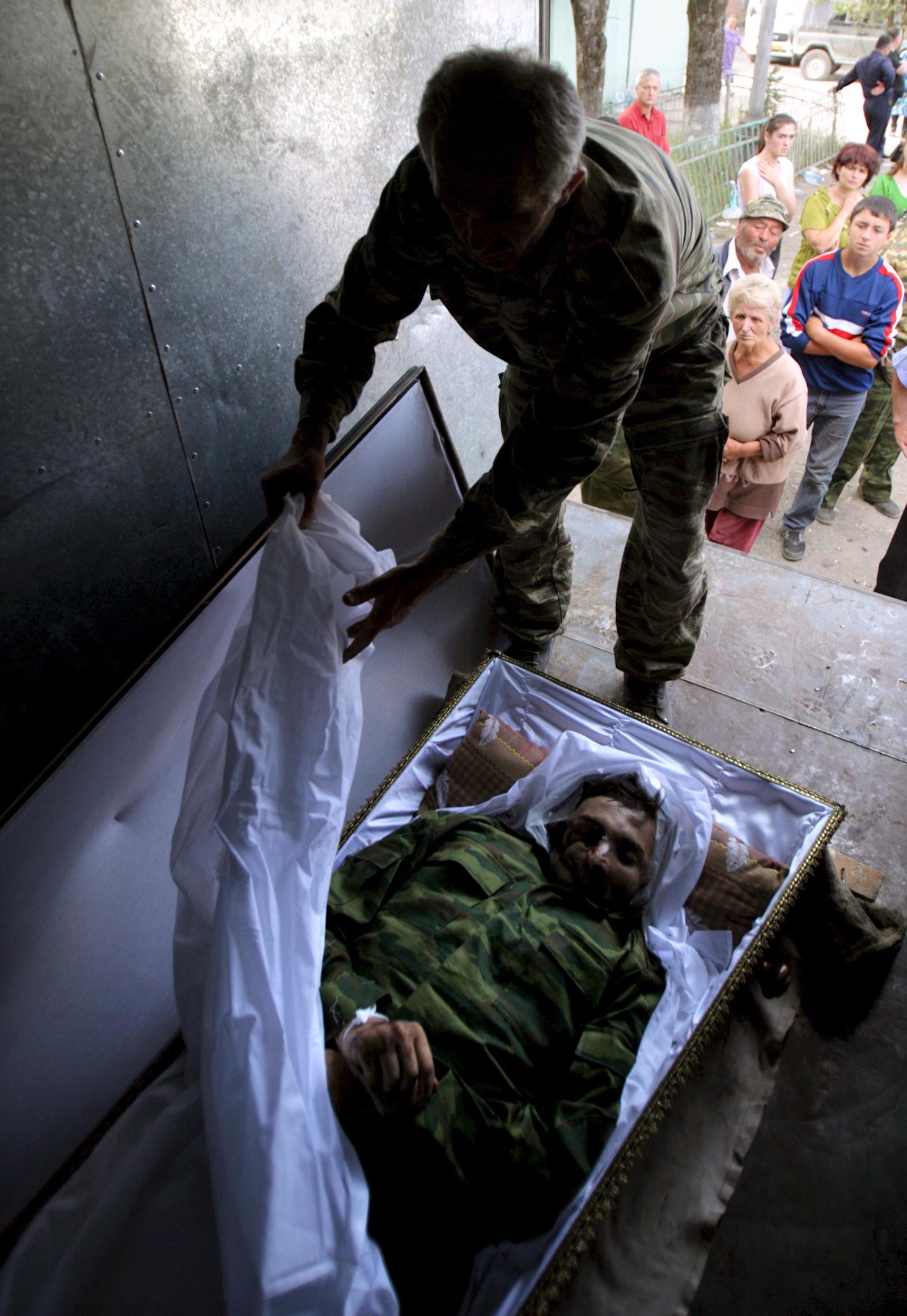 დაღუპული სამხრეთ ოსეთელი მებრძოლი © EPA/YURI KOCHETKOV