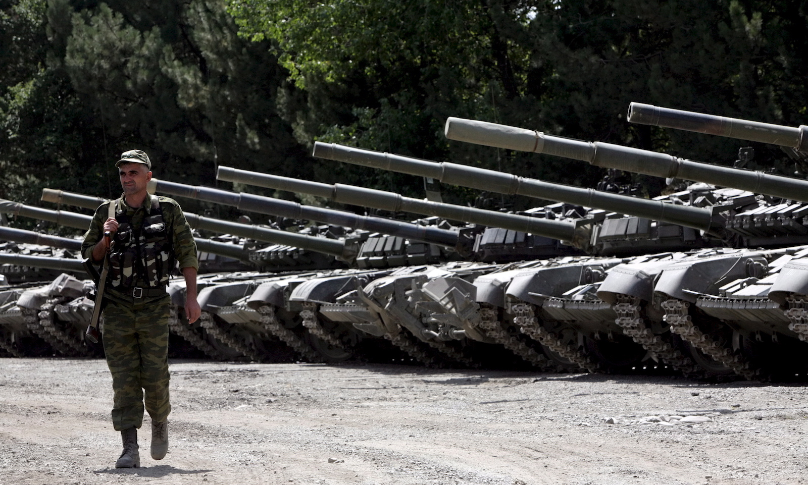 რუსეთის ცნობით, ეს ტანკები მათ ქართულ მხარეს წაართვეს © EPA/MAXIM SHIPENKOV